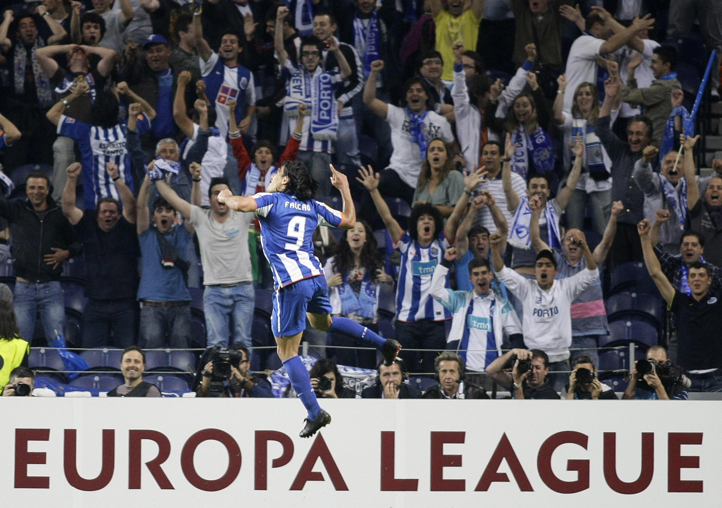 L'attaquant colombien du FC Porto, Falcao, exulte.