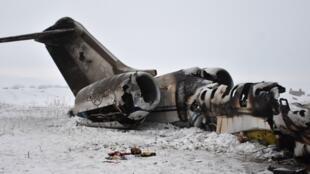 """سانی لگگت""""، سخنگوی نیروهای آمریکایی در افغانستان اعلام کرده که هواپیمایی که به روز دوشنبه در ولایت غزنی سقوط کرده بود، بمبافکن E11A نیروهای آمریکایی در افغانستان بود."""