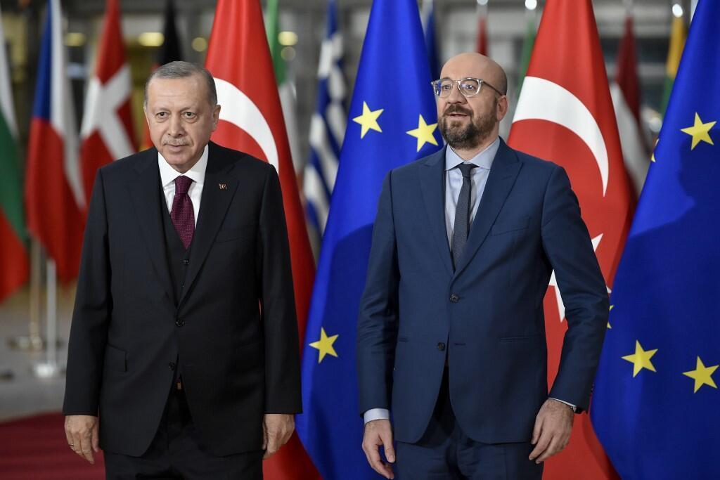 Tổng thống Thổ Nhĩ Kỳ, Recep Tayyip Erdogan (T) và chủ tịch Hội đồng châu Âu, Charles Michel tại Bruxelles ngày 09/03/2020.