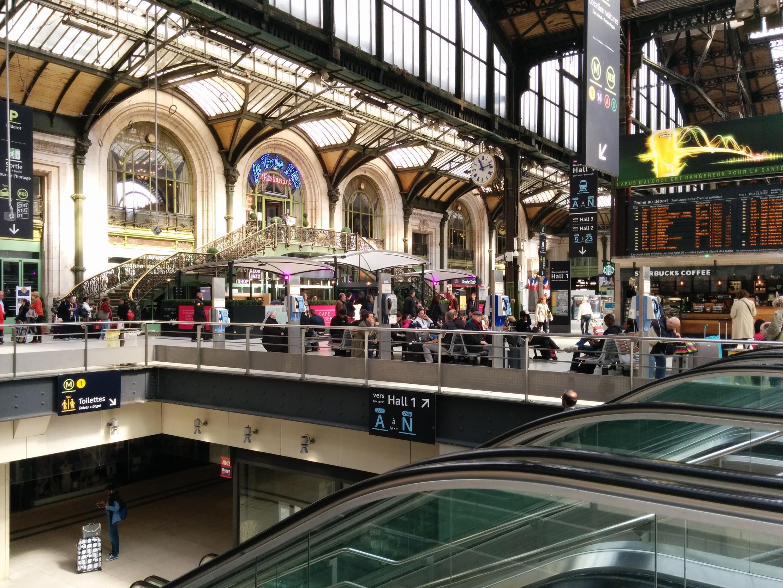 Telefones públicos na estação Gare de Lyon, em Paris