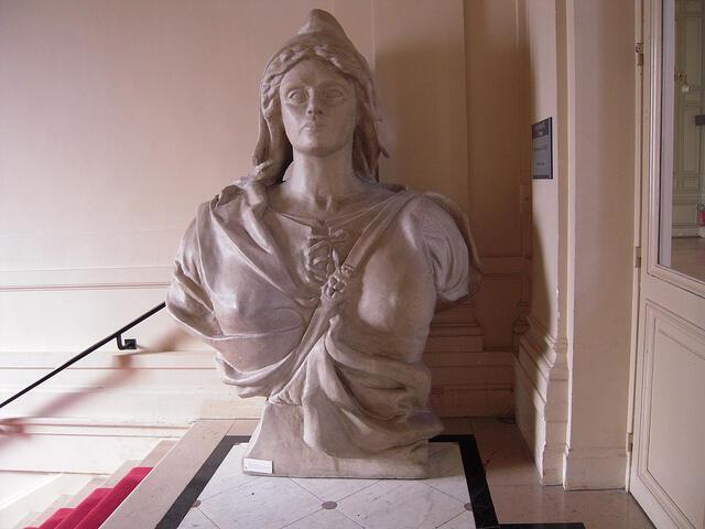 """La imagen de 'Marianne' simboliza la República Francesa y representa los valores republicanos presentes en la divisa """"Libertad, Igualdad, Fraternidad""""."""