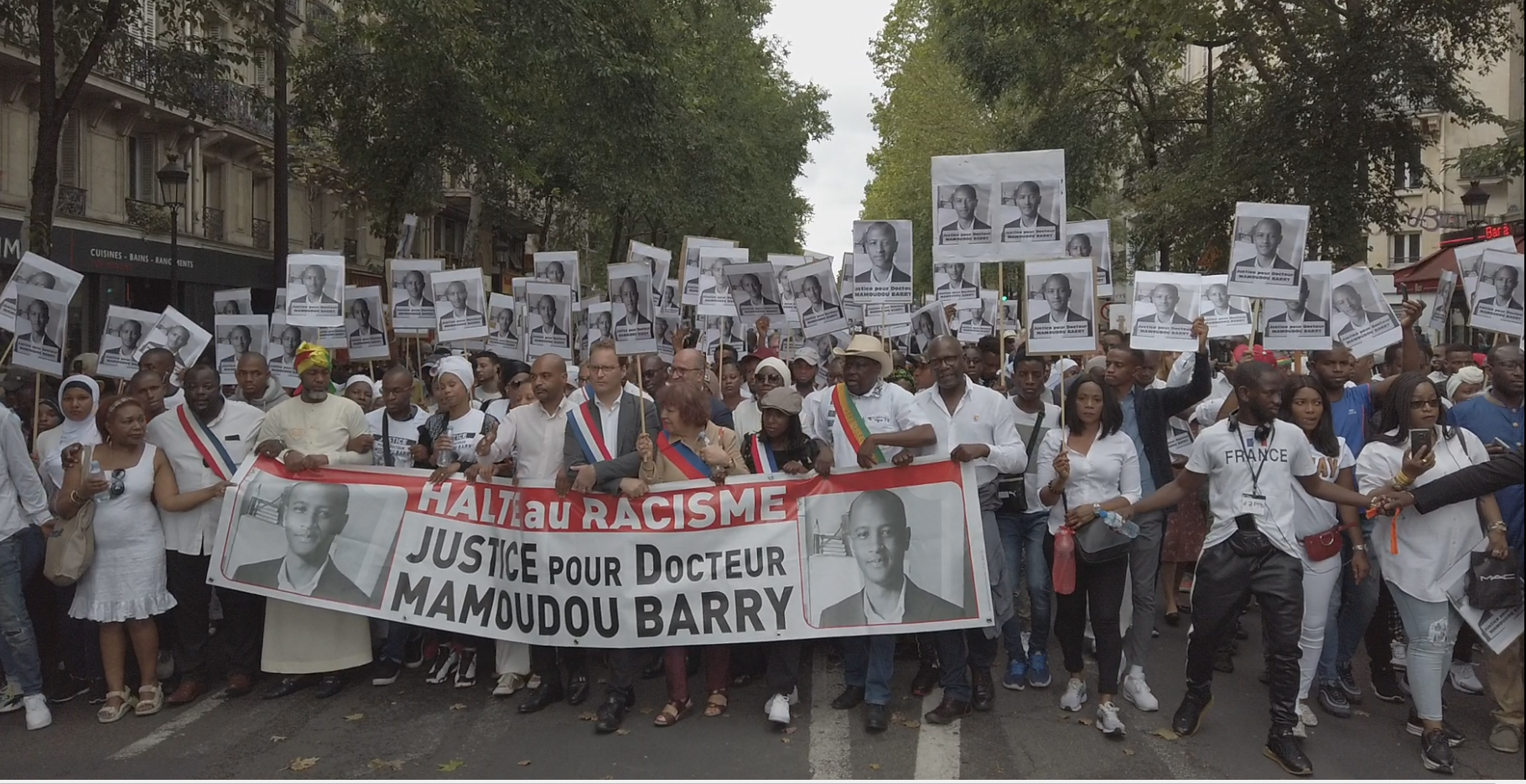 """Carrying signs saying """"stop racism"""" and """"justice for doctor Mamoudou Barry"""", hundreds of people marched in Paris Saturday to demand justice for the murdered Guinean researcher, 27 July 2019"""