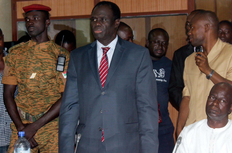 Le nouvel homme fort du Burkina Faso, son président par intérim, Michel Kafando.