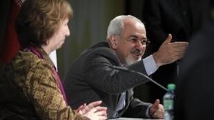 Le ministre iranien des Affaires étrangères Mohammad Javad Zarif, aux côtés du chef de la diplomatie européenne Catherine Ashton, le 10 novembre 2013.