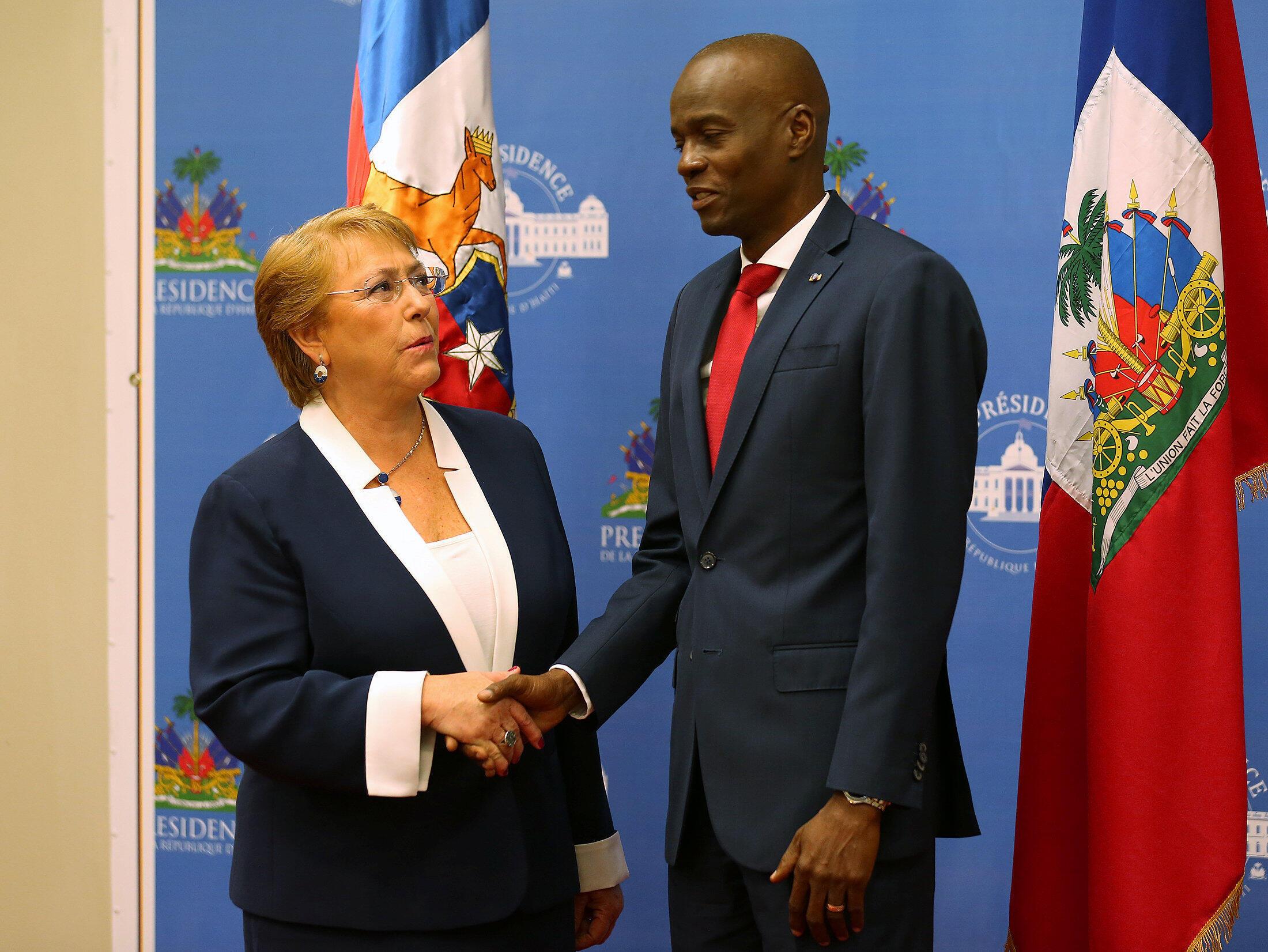 La présidente Michelle Bachelet et son homologue haïtien Jovenel Moïse, le 27 mars 2017.