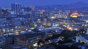 Kampala, vue de nuit. (photo d'illustration)