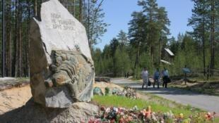 Обелиск мемориального комплекса «Сандармох»