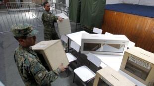 Derniers préparatifs avant le jour du scrutin.