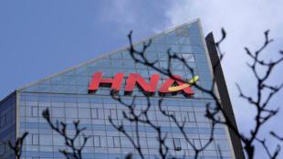 Le conglomérat chinois HNA, spécialisé dans le transport aérien et le tourisme, est en procédure de faillite après avoir été durement affecté par l'épidémie de coronavirus.