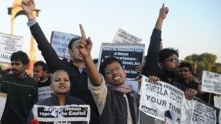 Manifestation à New Delhi, le 19 décembre 2012, en réaction au viol et à l'agression brutale d'une étudiante dans la capitale indienne.