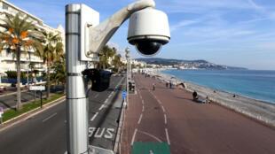 Una cámera de seguridad en el Paseo de los Ingleses, Niza.