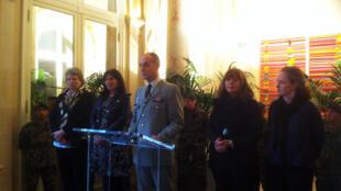 Le gouverneur militaire de Paris(GMP) reçu à l'hôtel de ville pour leNoël des militaires.