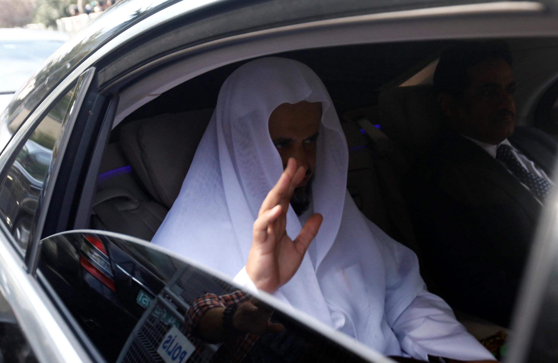 Le procureur général d'Arabie saoudite Saoud ben Abdallah al-Muajab quitte le consulat de son pays, où le journaliste a été tué. Istanbul, le 30 octobre 2018.