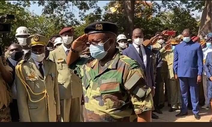 """Chefe de Estado guineense Umaro Sissoco Embaló na Fortaleza da Amura em Bissau a 16 de Novembro de 2020 na cerimónia da transladação dos restos mortais de """"Nino"""" Vieira."""