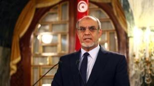 O primeiro-ministro, Hamadi Jebali, anuncia demissão do cargo.