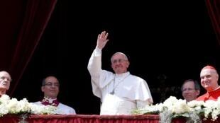 教皇方濟各今天(3月31日)首次向全世界發表復活節普世降福講話2013年3月31日梵蒂岡
