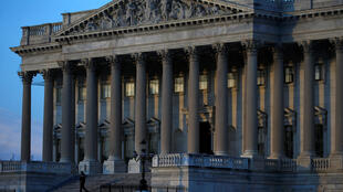 Câmara de Representantes nos EUA aprova orçamento e encerra paralisação da administração federal.