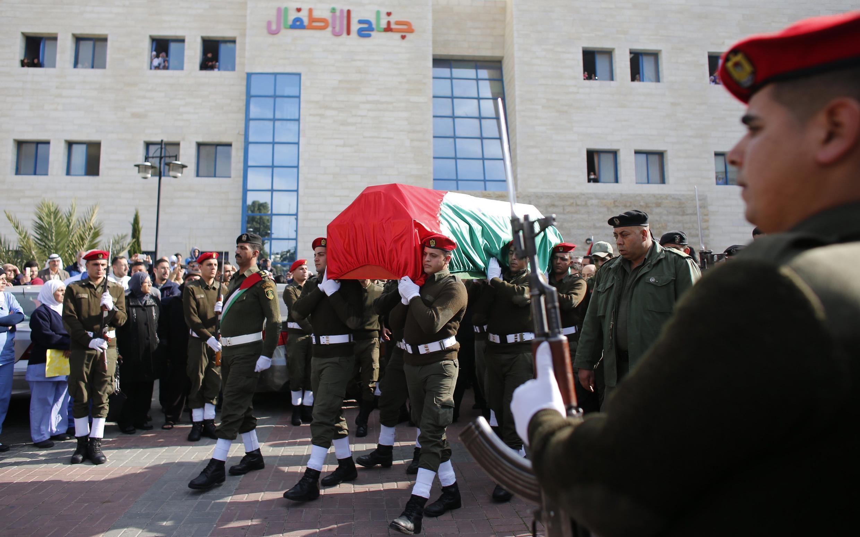 Enterro do ministro palestino Ziad Abu Ein, morto em ação de soldados israelenses na Cisjordânia.
