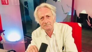 L'écrivain Patrick Deville en studio à RFI (septembre 2019).