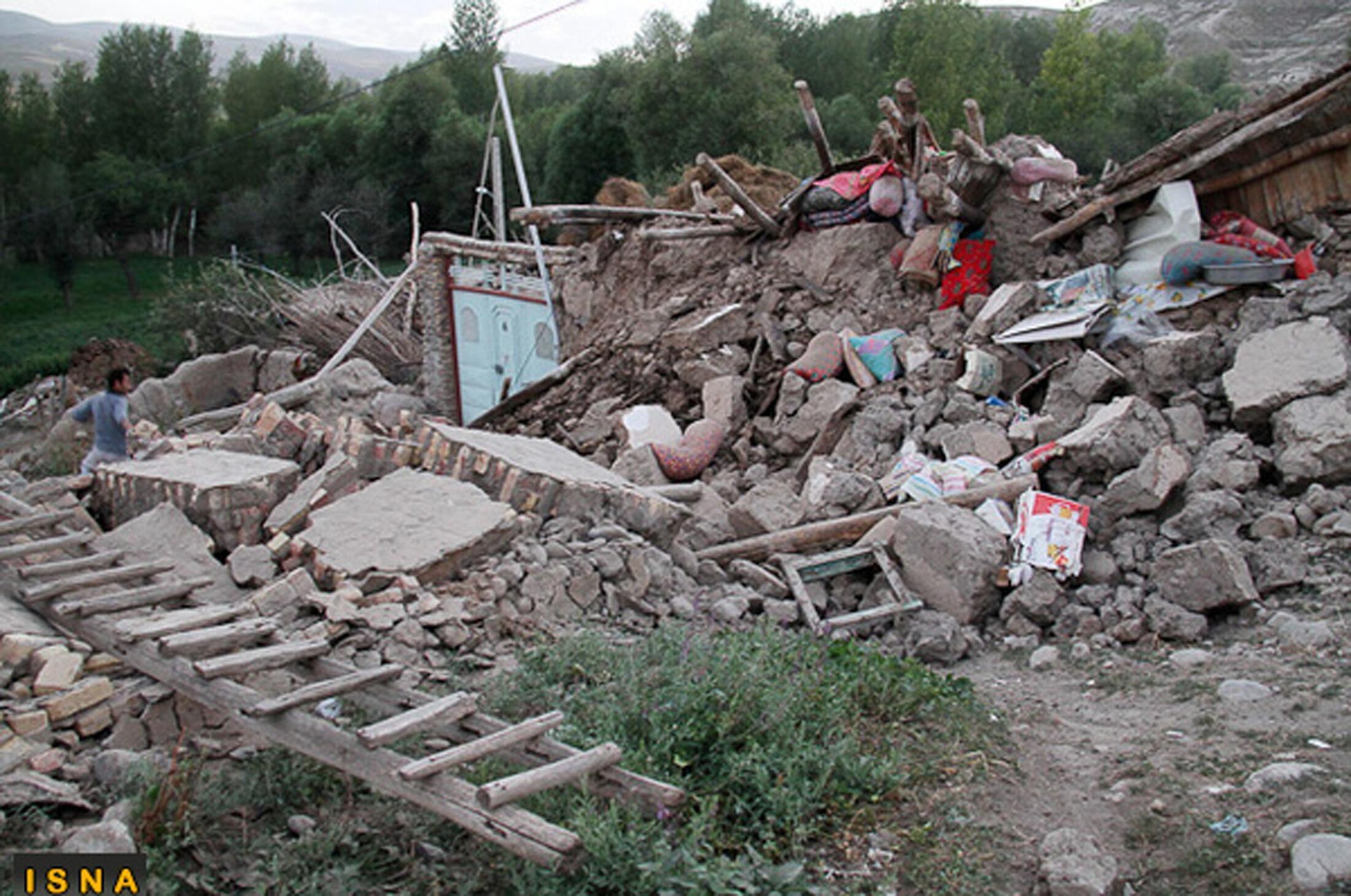 Escombros dos tremores de terra que devastaram a região noroeste do Irã no último sábado.