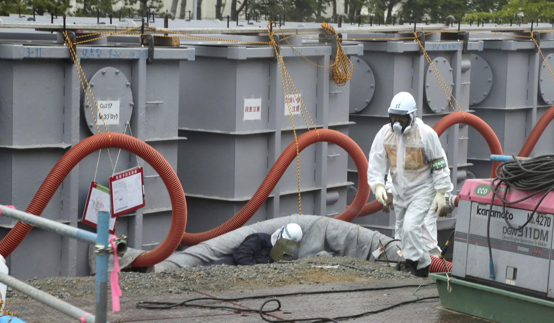 Từ hai năm qua, Tepco vất vả xử lý không xong vấn đề nước nhiễm xạ tại nhà máy Fukushima. Ảnh chụp ngày 12/06/2013.
