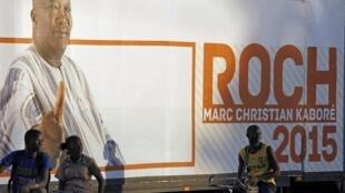 Affiche de campagne du nouveau président du Burkina Faso Roch Marc Christian Kaboré, le 30 novembre 2015.
