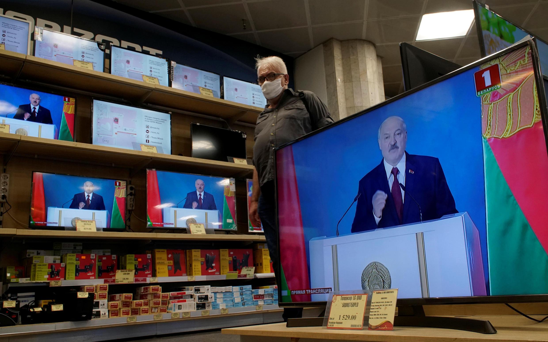 Le Monde: «Лукашенко показал свое презрение к жизни сограждан» во время санитарного кризиса, вызванного коронавирусом.