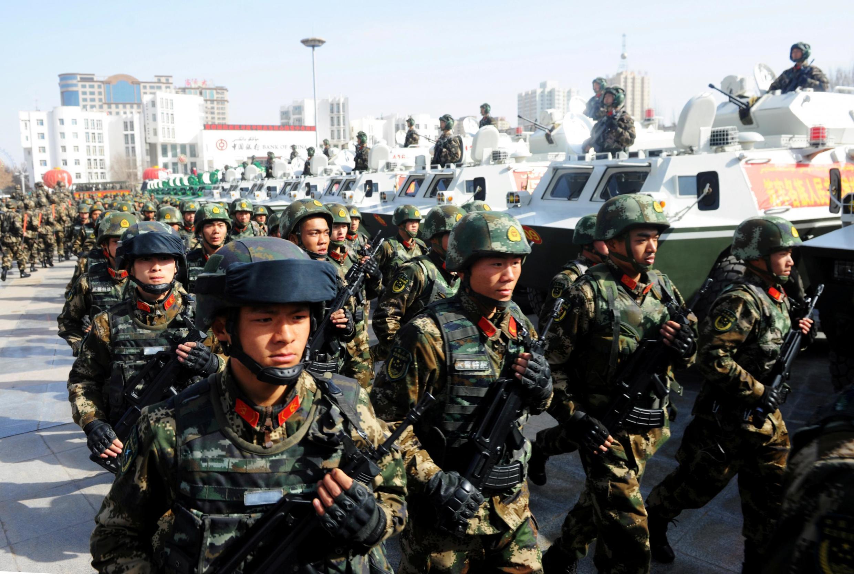 Ảnh tư liệu: Cảnh sát vũ trang Trung Quốc diễn tập chống khủng bố, bạo động tại Kashgar, Tân Cương, Trung Quốc  ngày 27/02/2017.