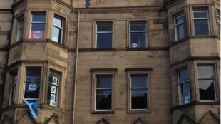 Dans un même immeuble d'Edimbourg, le OUI et le NON s'affichent encore.