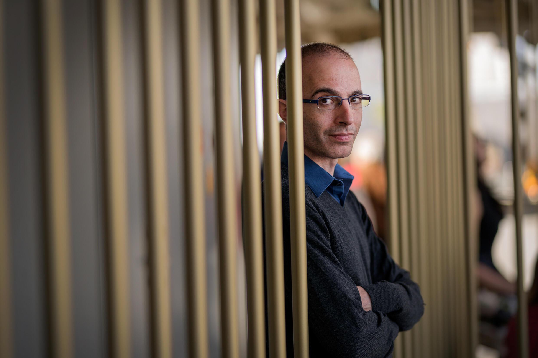 Yuval Noah Harari_Portrait 4