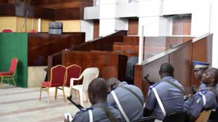 Box vide et avocats commis d'office pour la suite du procès de Simone Gbagbo.