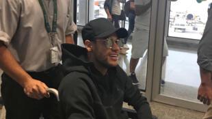 Neymar chegou na quinta-feira (1°) ao Rio de Janeiro para ser operado em Belo Horizonte.