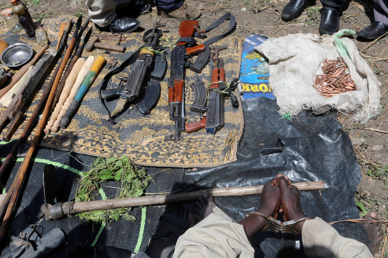 Silaha zilizokamatwa wakati wa operesheni ya kumkamata mfalme wa Rwenzururu, nchini Uganda, Charles Wesley Mumbere