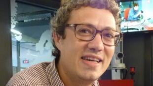 Ozvan Bottois en los estudios de RFI