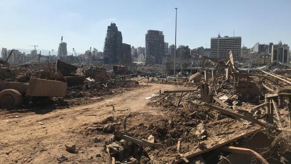 Image d'archive RFI : Paysage de désolation au port de Beyrouth détruit, le 4 août 2020, par l'explosion de 2 700 tonnes de nitrate d'ammonium entreposés dans un hangar sans mesures de précaution.