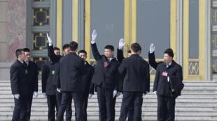 2019年兩會期間,北京人大會堂前的保安人員。攝於2019年3月4日。