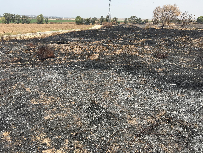 Um dos pontos queimados no Kibutz Nahal Oz, na fronteira de Israel com a Faixa de Gaza.