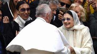 Ballet star Carla Fracci, seen here meeting Pope Francis in 2017, was best known for playing Giselle