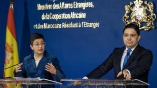 La ministre espagnole des Affaires étrangères Arancha Gonzalez avec son homologue marocain Nasser Bourita, à Rabat, le 24 janvier 2020, deux jours après l'adoption par le Maroc de deux lois délimitant son espace maritime.