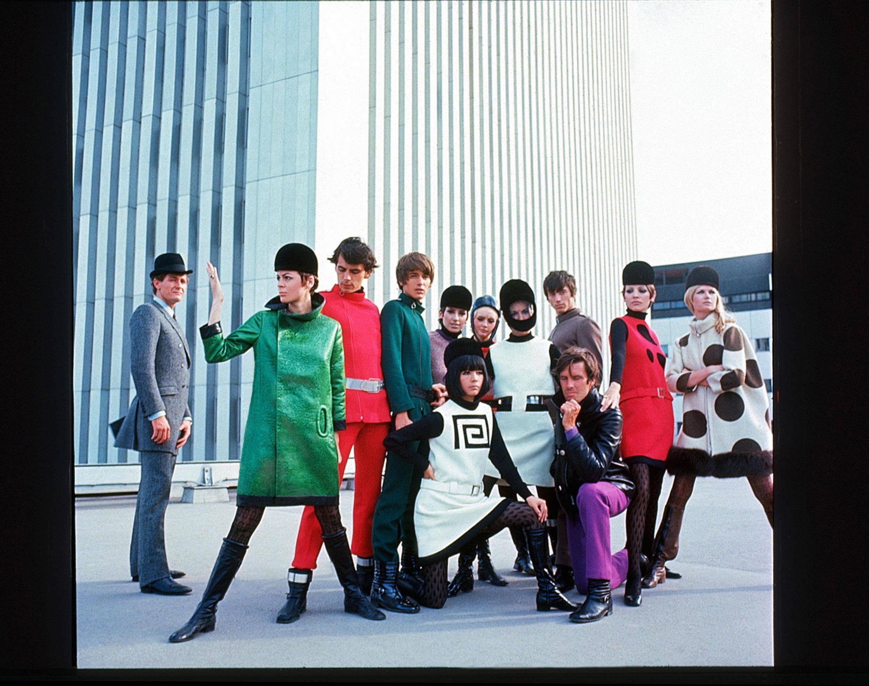 Les deux grandes inspirations de Pierre Cardin sont la jeunesse et le futur (1967)