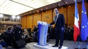 O candidato à presidência francesa François Hollande, durante uma coletiva de imprensa nesta quarta-feira