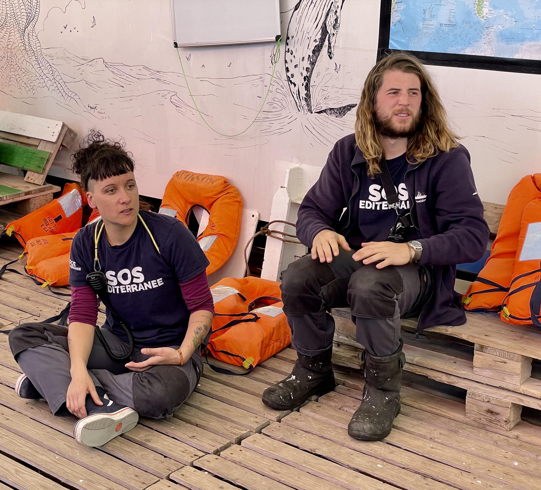 Claire et Matthijs participent à un entraînement de premier secours.
