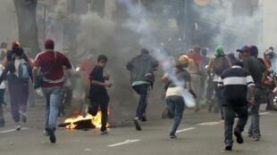 Sete pessoas já morreram na Venezuela na onda de violência pós-eleitoral.