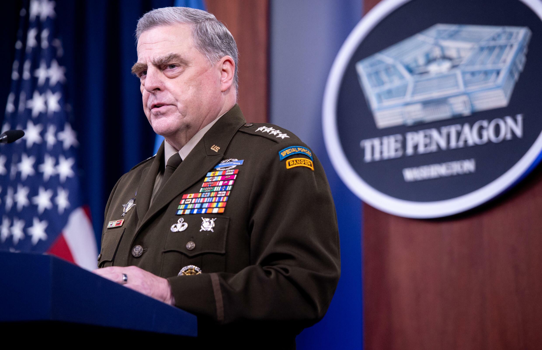 El general Mark Milley, jefe de la junta de las fuerzas armadas estadounidenses, ordenò a sus colaboradores no actuar inmediatamente en caso de que Trump diera algun paso para usar el arsenal nuclear