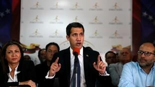 Juan Guaidó denunciou que o governo de Nicolás Maduro quer fechar o parlamento venezuelano, durante entrevista à imprensa na terça-feira, 14 de maio de 2019.