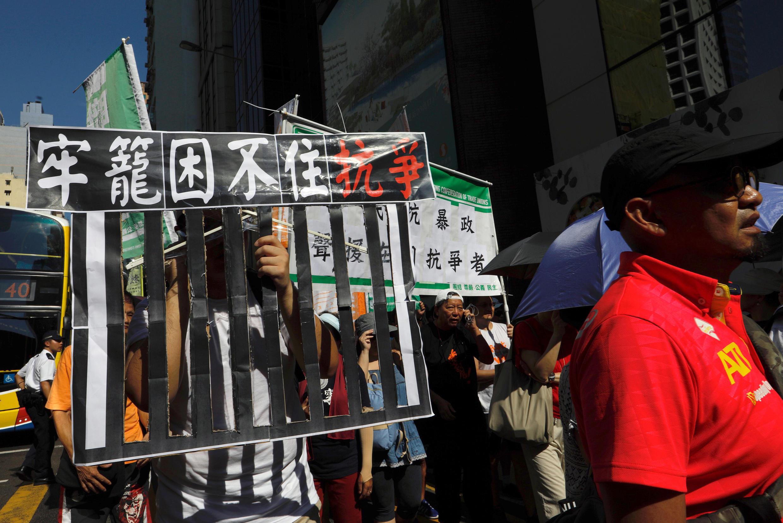 2017年8月20日,数万香港人示威游行,声援被判刑的三名学运领袖 。