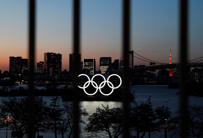 Atletas que testaram positivo para o coronavírus durante os Jogos Olímpicos de Tóquio estão confinados em seus quartos, sem poder abrir as janelas, denunciaram membros da delegação holandesa.