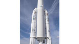 Les acteurs du secteur spatial veulent moderniser la fusée Ariane V. (Photo: maquette d'Ariane 5 au Bourget).
