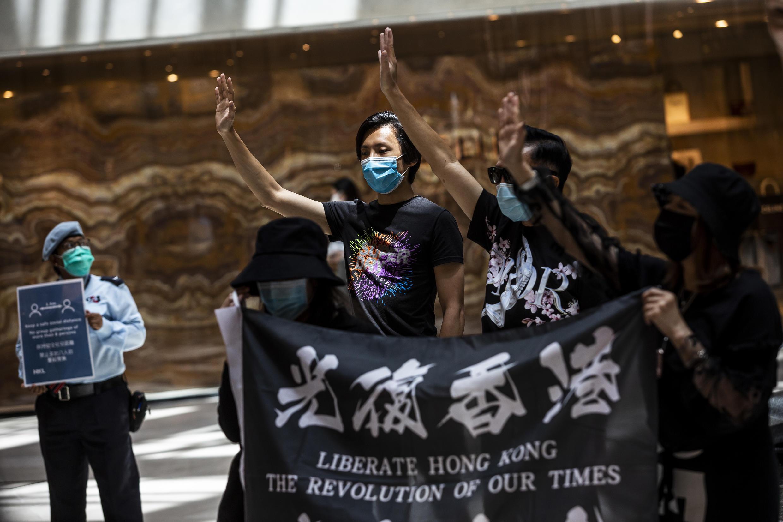 Manifestantes pró-democracia reunidos em um centro comercial de Hong Kong, em 1 de junho de 2020.