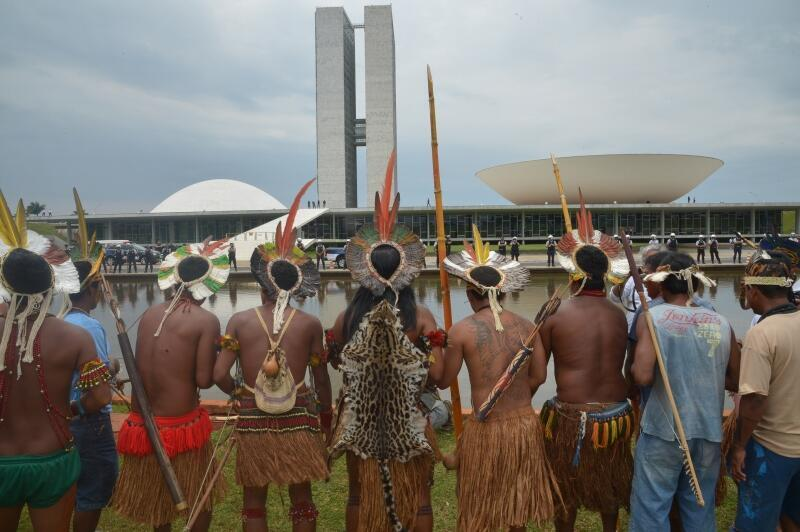 Índios acampados em frente ao Congresso entregam a parlamentares lista de prioridades de todas as etnias indígenas.